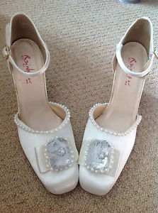 Here you have a pair of Ivory Stylish Wedding Ankle Strap Shoes.